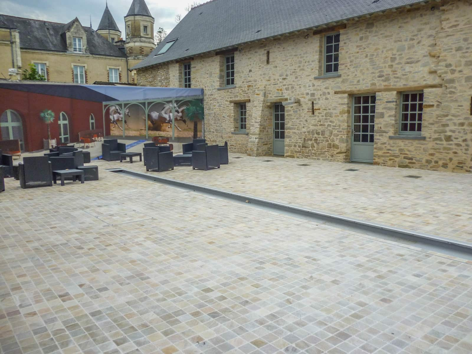 Pavage HOTEL RESTAURANT CHATEAUBRIANT (44)